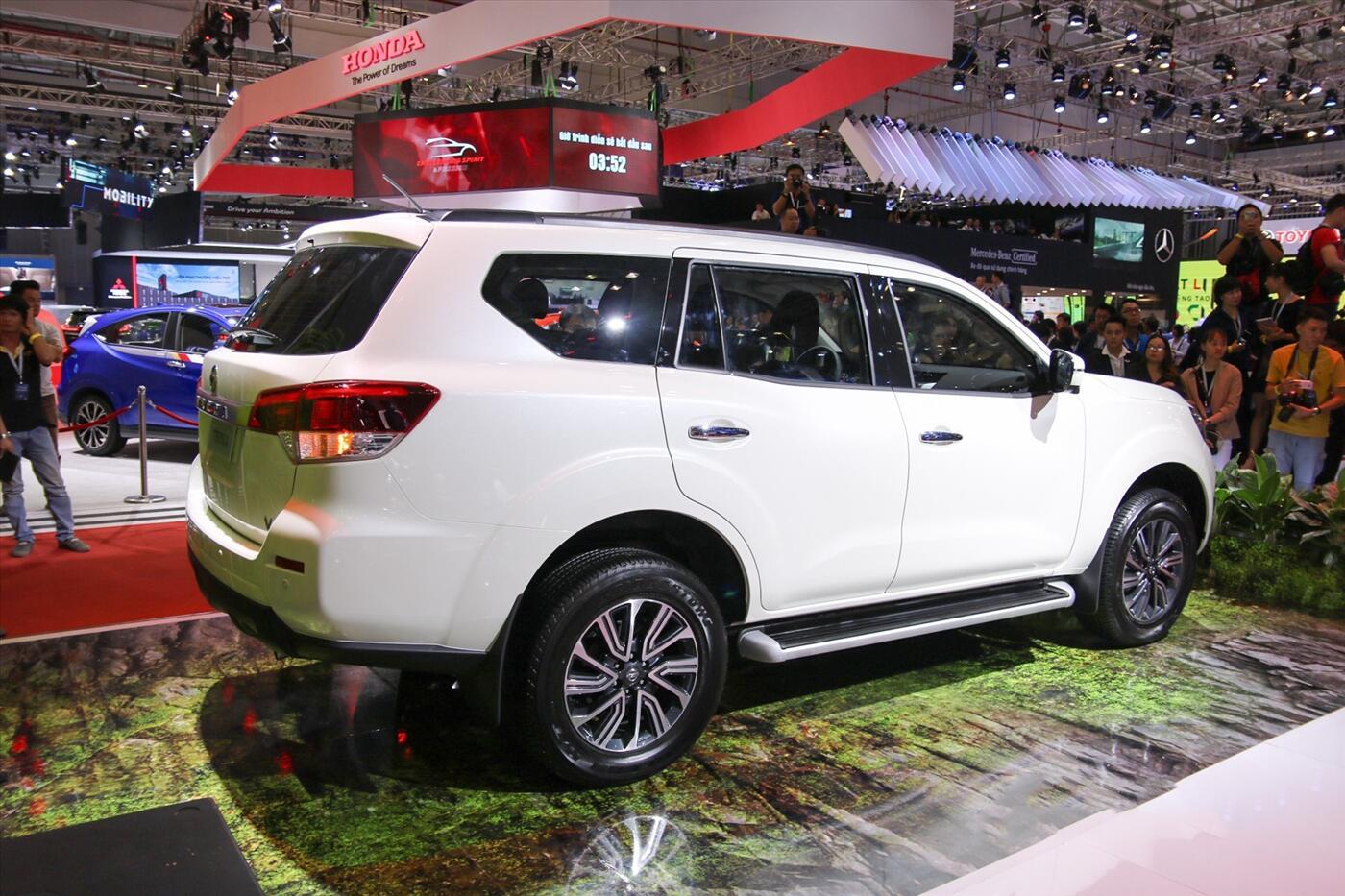 Nissan Terra 2.5 4WD AT (Máy xăng) - Hình 3