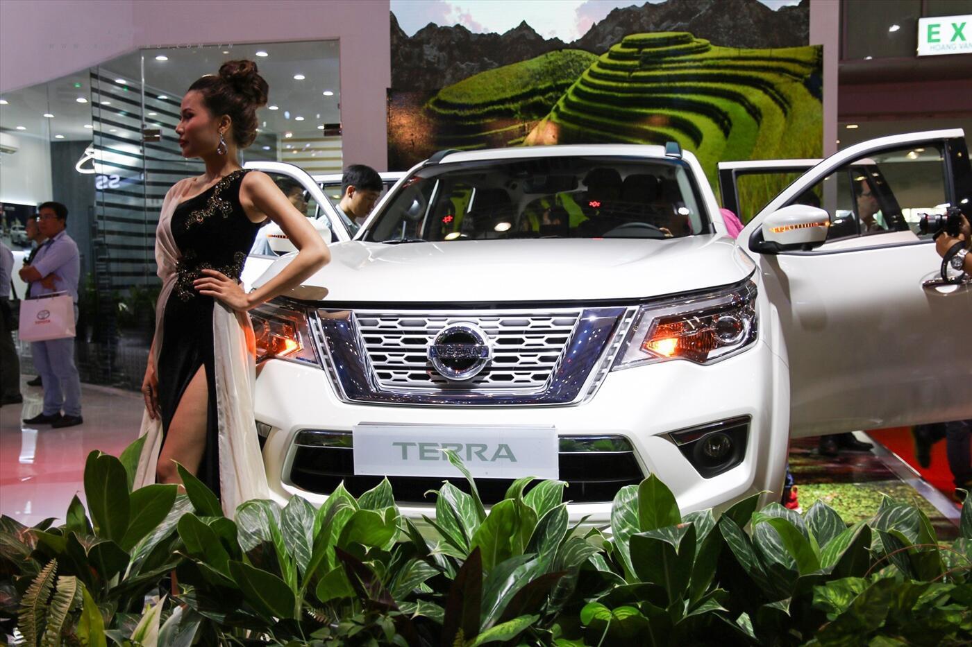 Nissan Terra 2.5 4WD AT (Máy xăng) - Hình 2