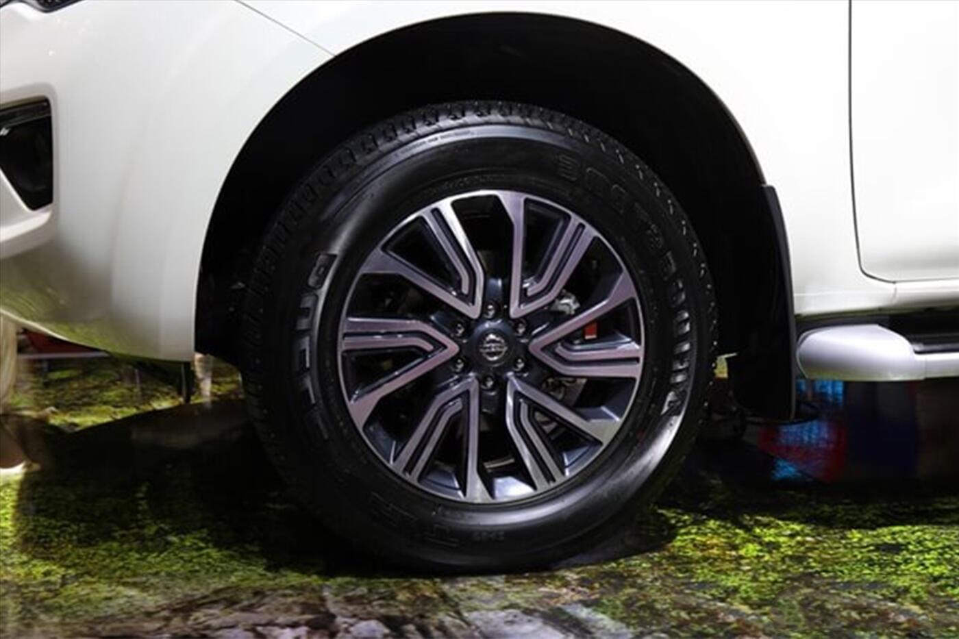 Nissan Terra 2.5 4WD AT (Máy xăng) - Hình 6