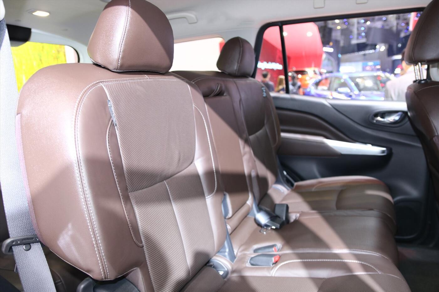 Nissan Terra 2.5 4WD AT (Máy xăng) - Hình 12