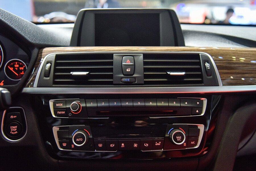 BMW 320i Gran Turismo - Hình 14