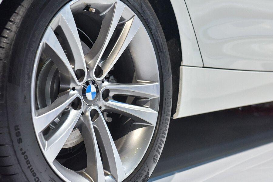 BMW 320i Gran Turismo - Hình 7