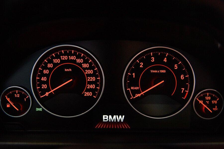 BMW 320i Gran Turismo - Hình 9