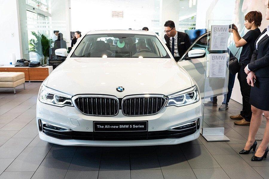 BMW 530i Luxury - Hình 1
