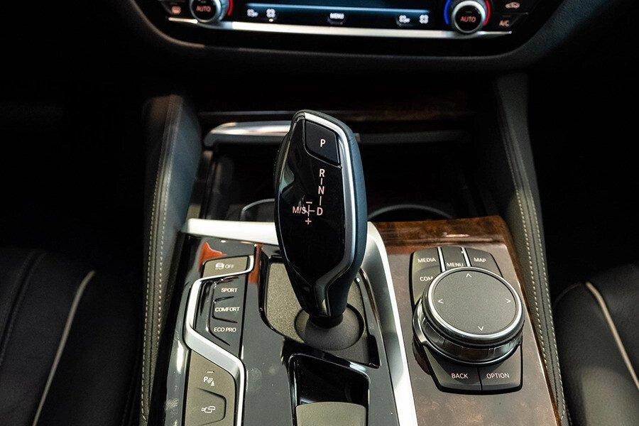 BMW 530i Luxury - Hình 19