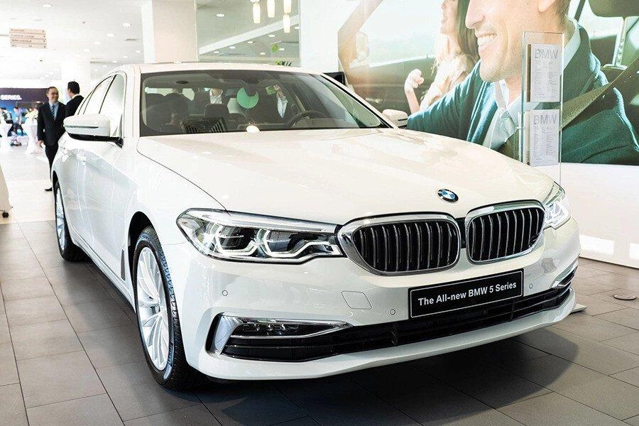 BMW 530i Luxury - Hình 2