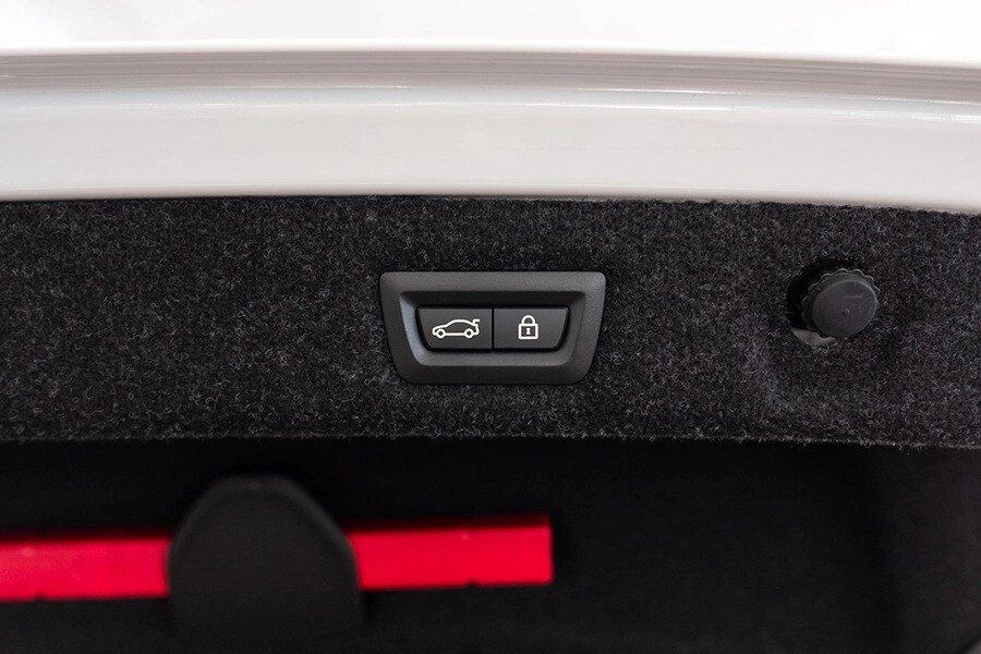 BMW 530i Luxury - Hình 24