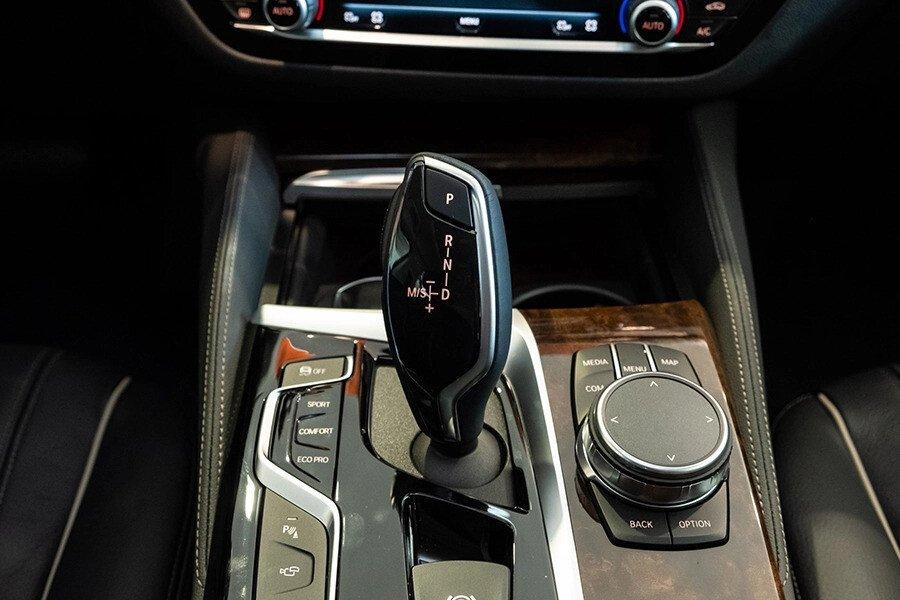 BMW 530i Luxury - Hình 26