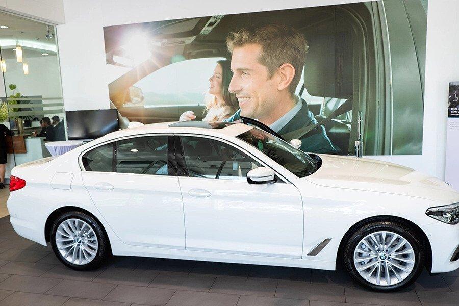 BMW 530i Luxury - Hình 3