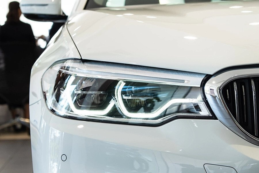 BMW 530i Luxury - Hình 5