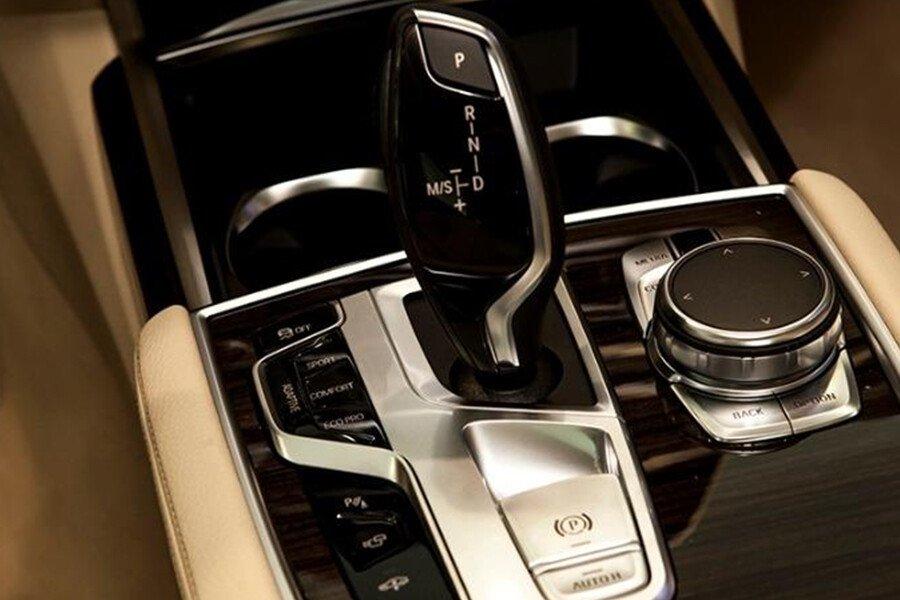 BMW 730Li - Hình 18