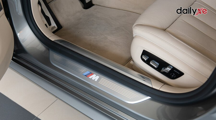 BMW 730Li M-Sport - Hình 14