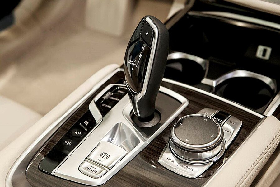 BMW 750Li - Hình 16