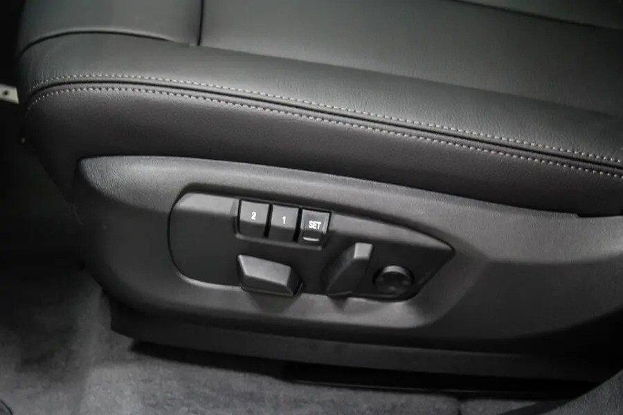 BMW X6 xDrive 35i (Máy xăng) - Hình 34