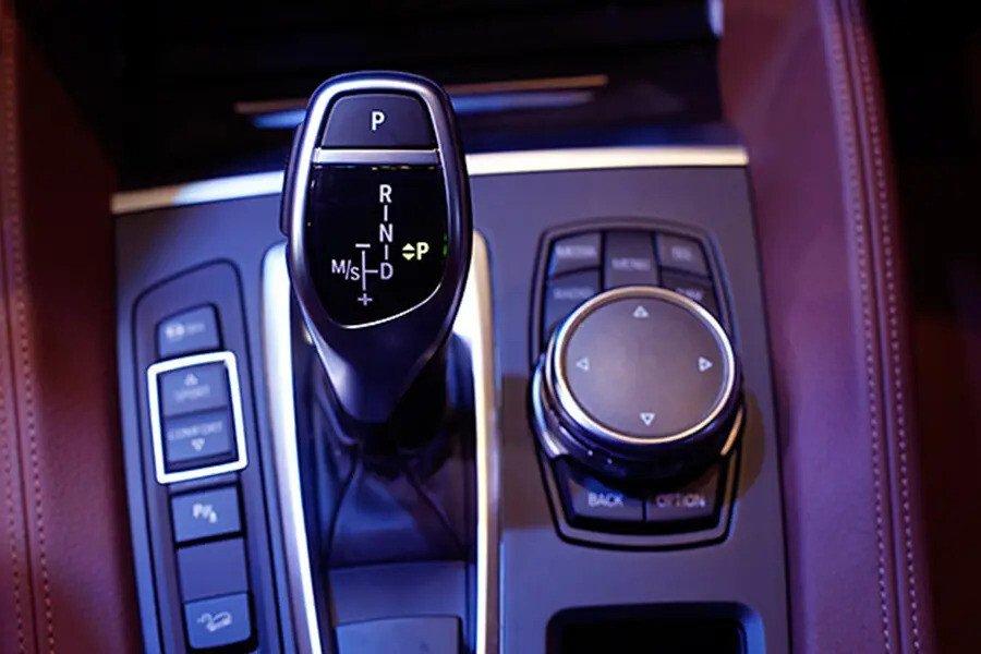 BMW X6 xDrive 35i (Máy xăng) - Hình 40