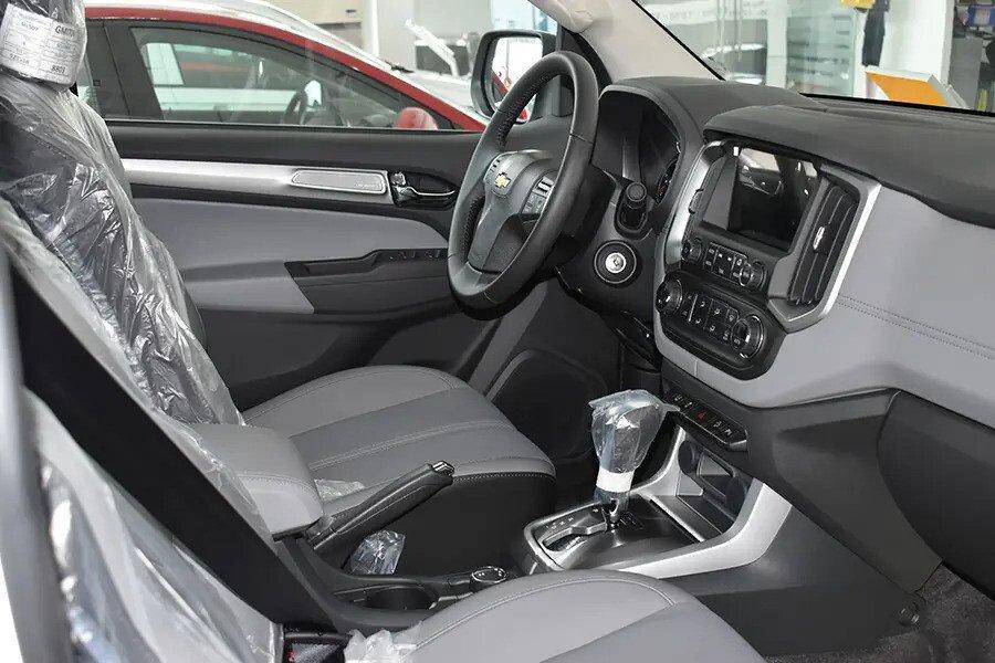 Nội thất Chevrolet Colorado - Hình 2