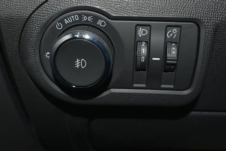 Nội thất Chevrolet Colorado - Hình 13