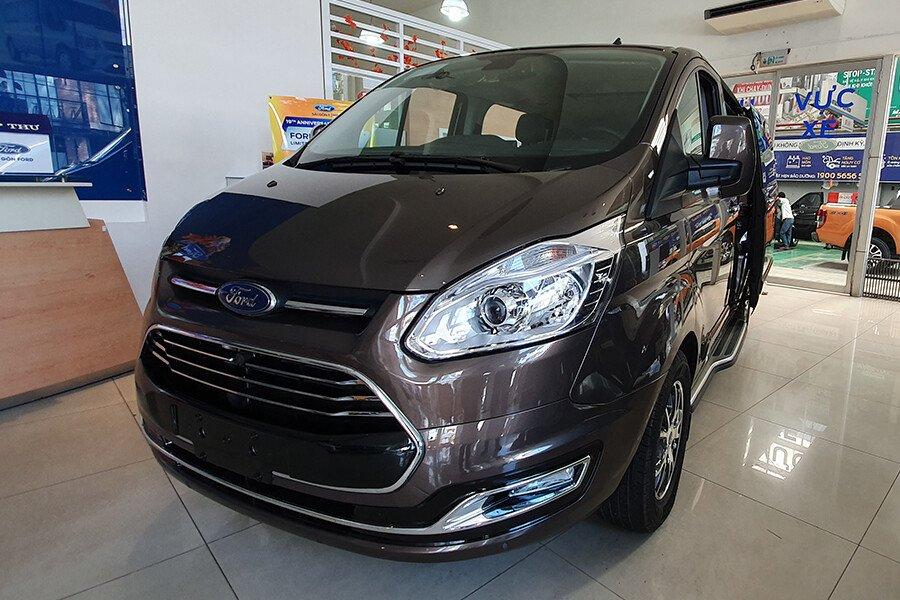 Ford Tourneo Titanium (Máy xăng) - Hình 1