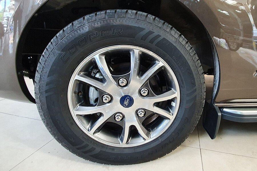 Ford Tourneo Titanium (Máy xăng) - Hình 11