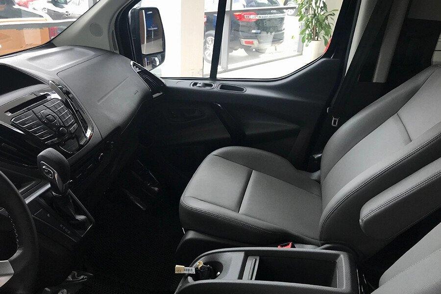 Ford Tourneo Titanium (Máy xăng) - Hình 17