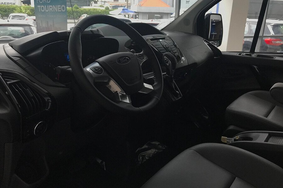 Ford Tourneo Titanium (Máy xăng) - Hình 21