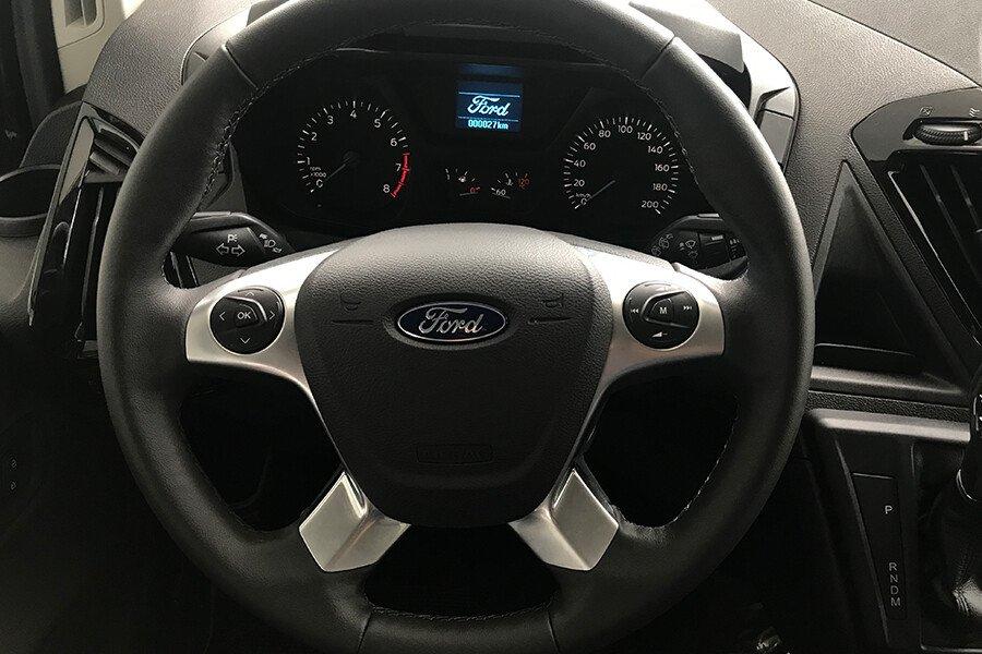 Ford Tourneo Titanium (Máy xăng) - Hình 23