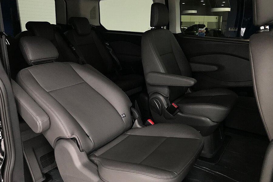 Ford Tourneo Titanium (Máy xăng) - Hình 25