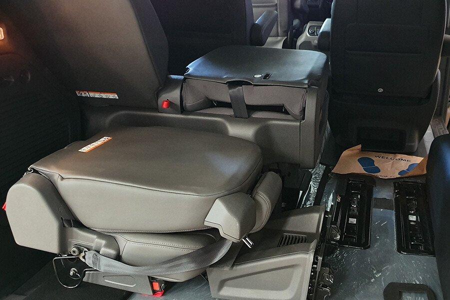 Ford Tourneo Titanium (Máy xăng) - Hình 27