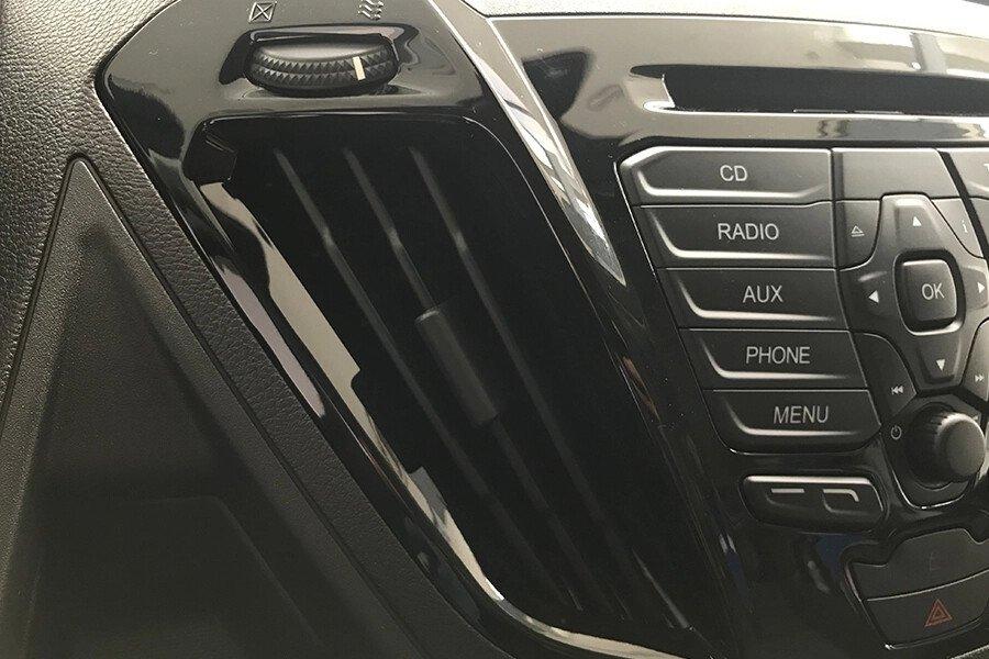 Ford Tourneo Titanium (Máy xăng) - Hình 29