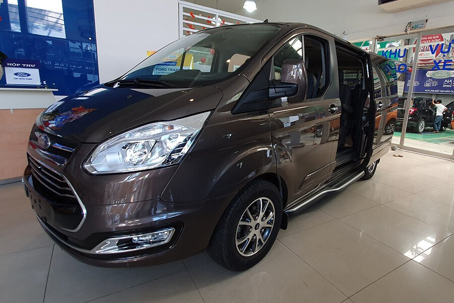 Ford Tourneo Titanium (Máy xăng) - Hình 3
