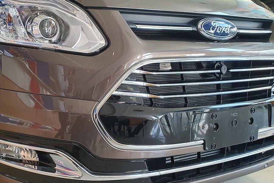 Ford Tourneo Titanium (Máy xăng) - Hình 5