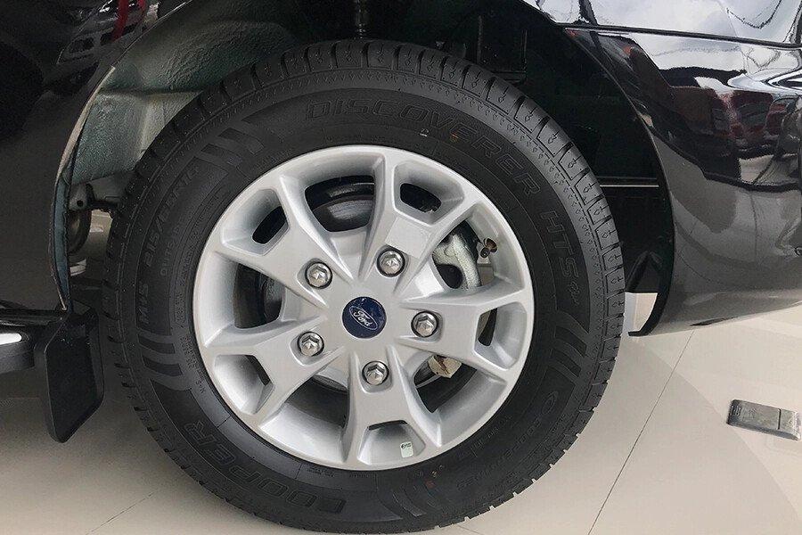 Ford Tourneo Trend (Máy xăng) - Hình 11