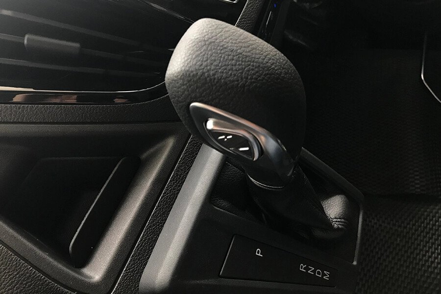 Ford Tourneo Trend (Máy xăng) - Hình 35