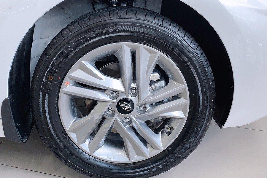 Hyundai Elantra 1.6 AT - Hình 10