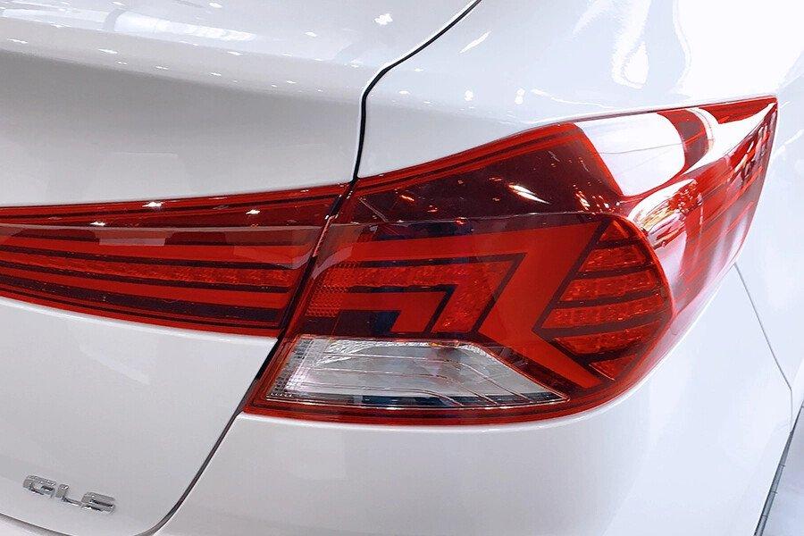 Hyundai Elantra 1.6 AT - Hình 12
