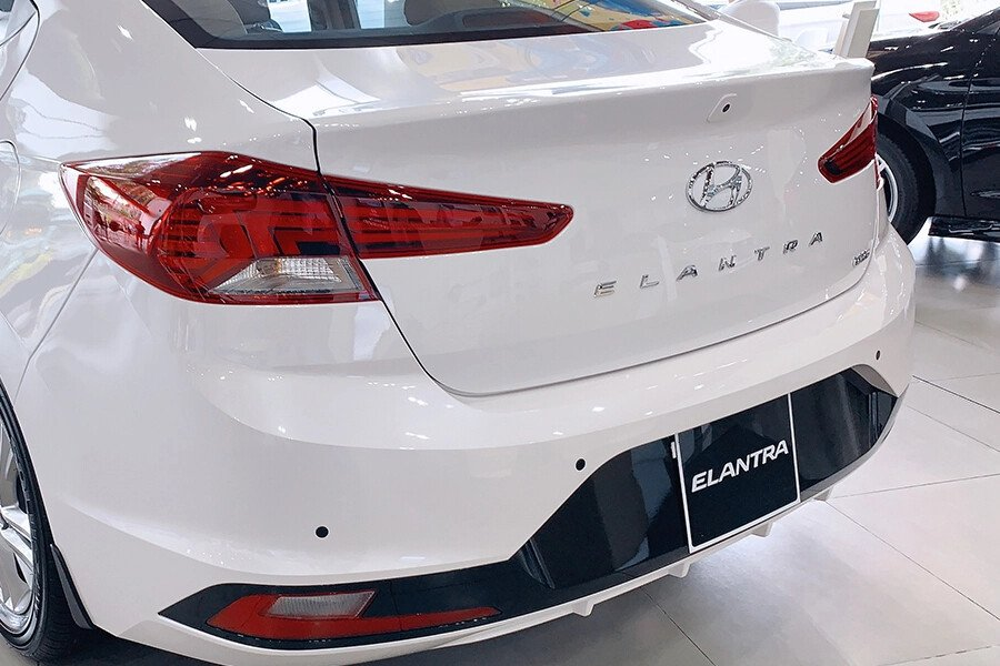 Hyundai Elantra 1.6 AT - Hình 13
