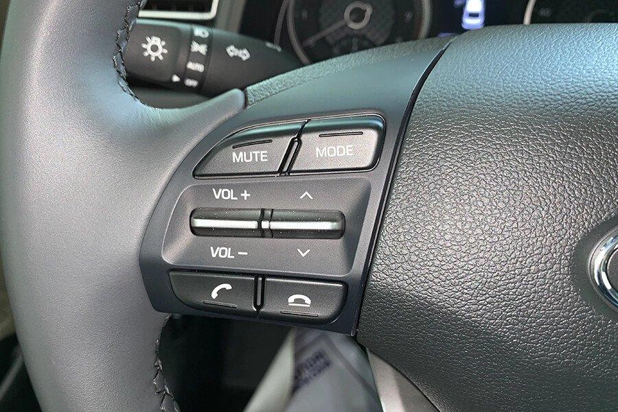 Hyundai Elantra 1.6 AT - Hình 17