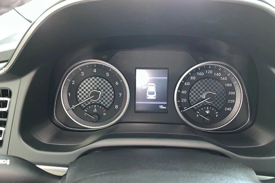 Hyundai Elantra 1.6 AT - Hình 19
