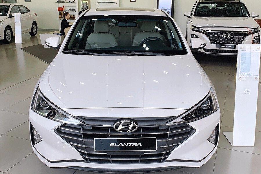 Hyundai Elantra 1.6 AT - Hình 2