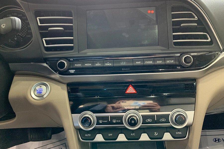 Hyundai Elantra 1.6 AT - Hình 23