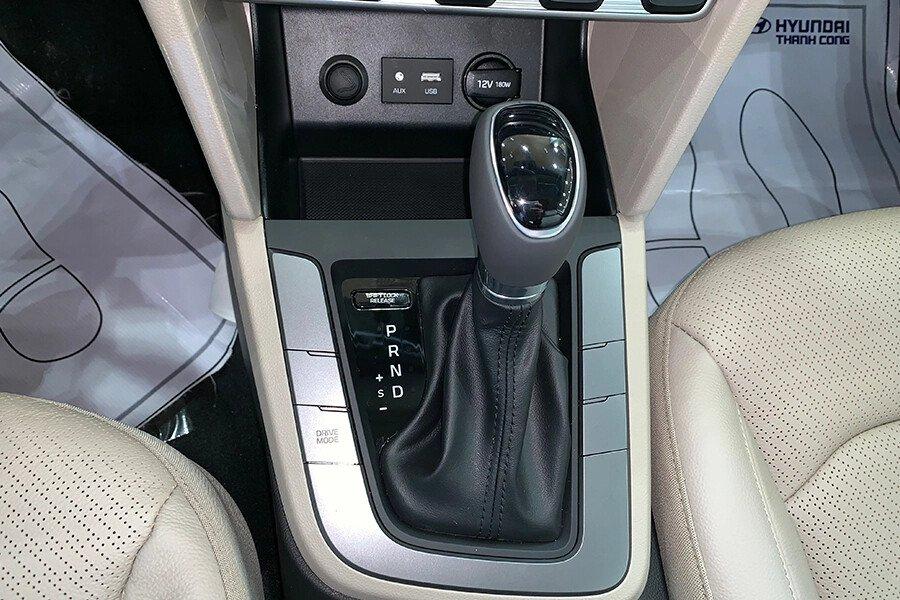 Hyundai Elantra 1.6 AT - Hình 26