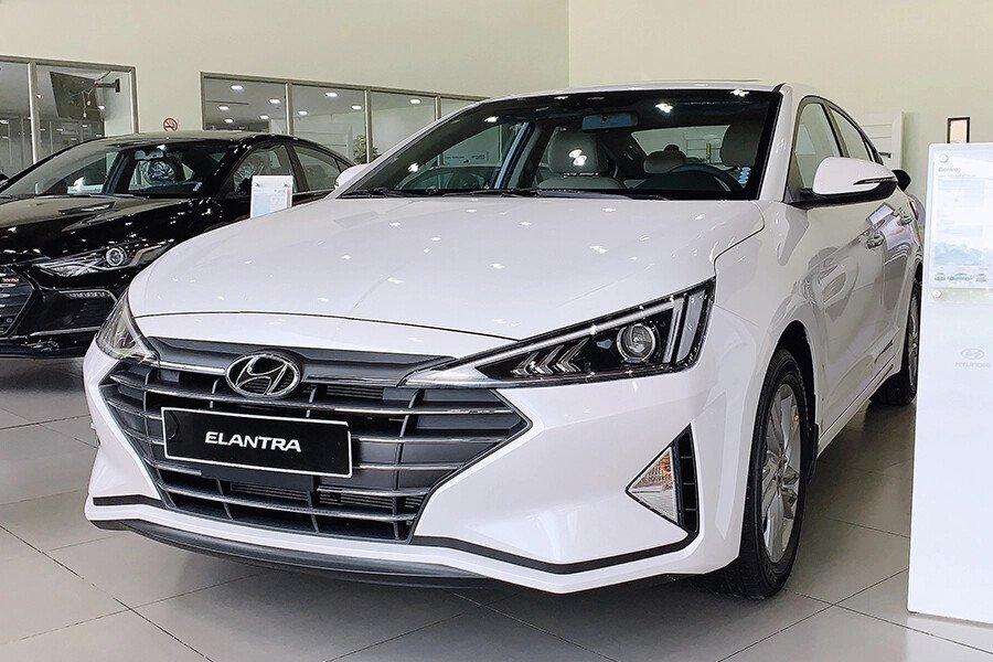 Hyundai Elantra 2.0 AT 2019 - Hình 1