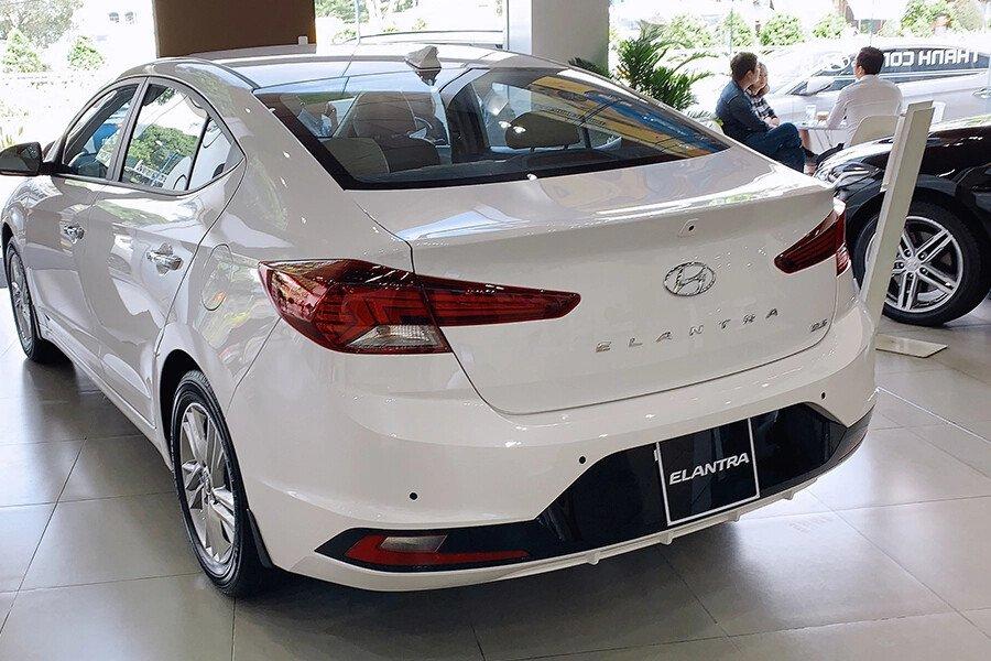 Hyundai Elantra 2.0 AT 2019 - Hình 11