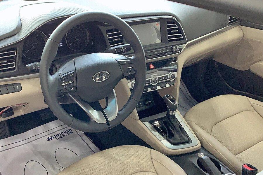 Hyundai Elantra 2.0 AT 2019 - Hình 14