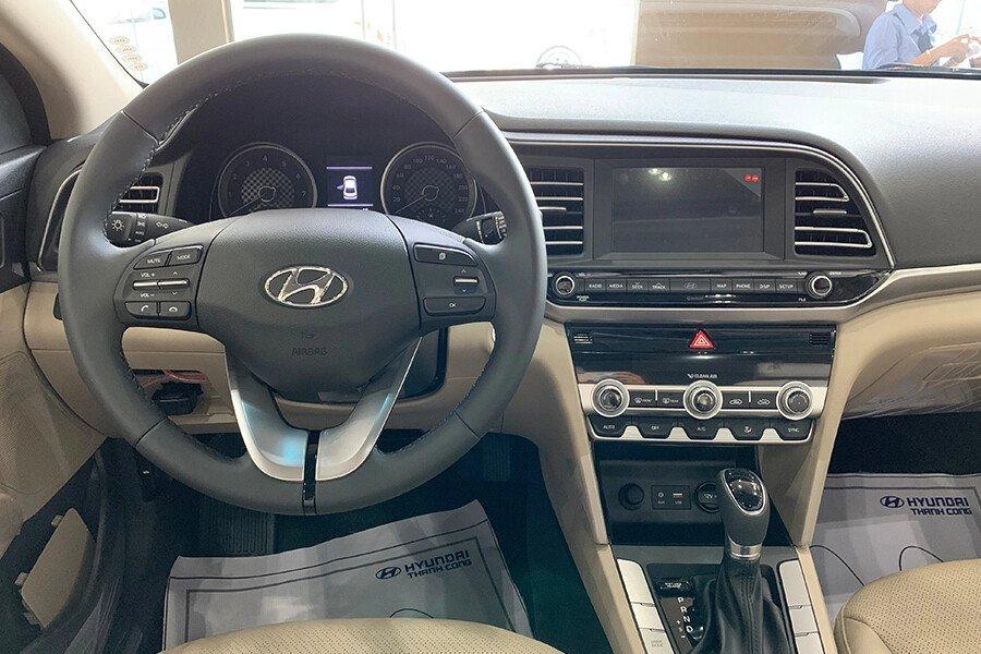 Hyundai Elantra 2.0 AT 2019 - Hình 15