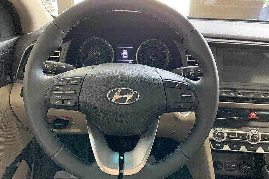 Hyundai Elantra 2.0 AT 2019 - Hình 16