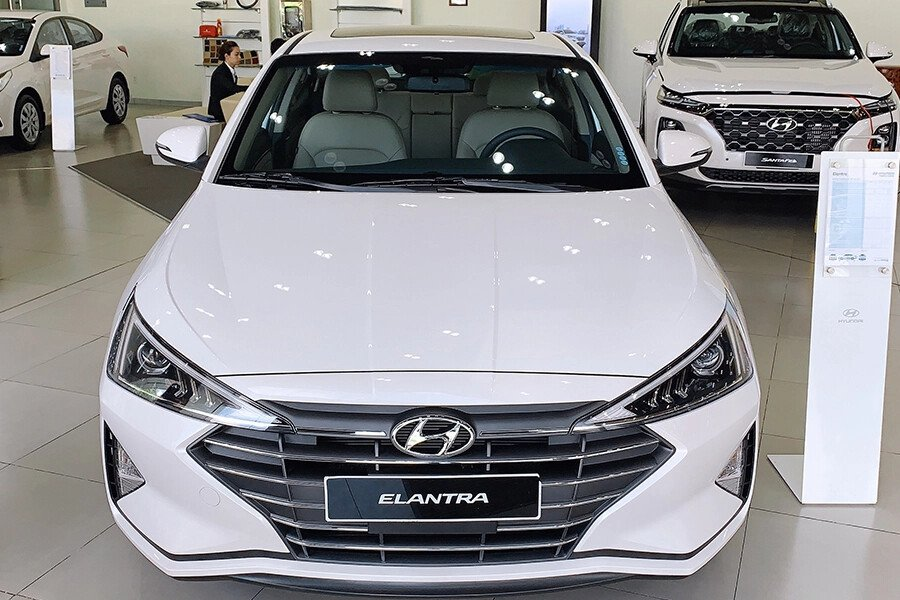 Hyundai Elantra 2.0 AT 2019 - Hình 2