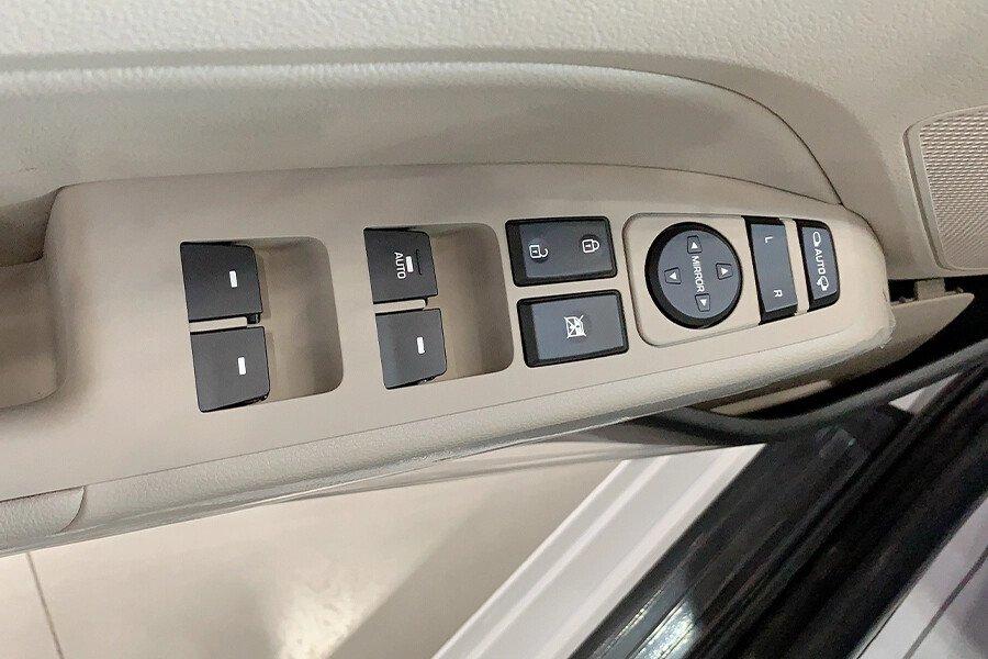 Hyundai Elantra 2.0 AT 2019 - Hình 24