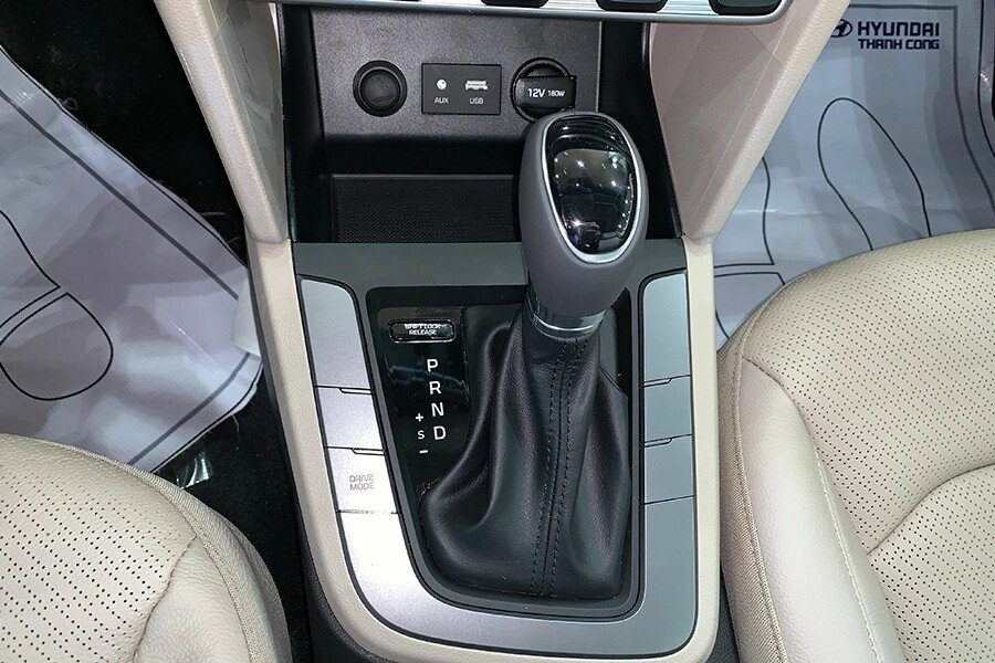 Hyundai Elantra 2.0 AT 2019 - Hình 26