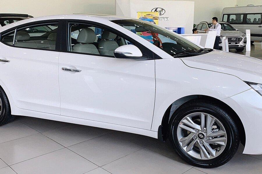 Hyundai Elantra 2.0 AT 2019 - Hình 3